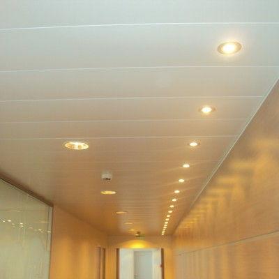 Installation des spots lumineux sur faut-plafond métallique chez Hub Télécom